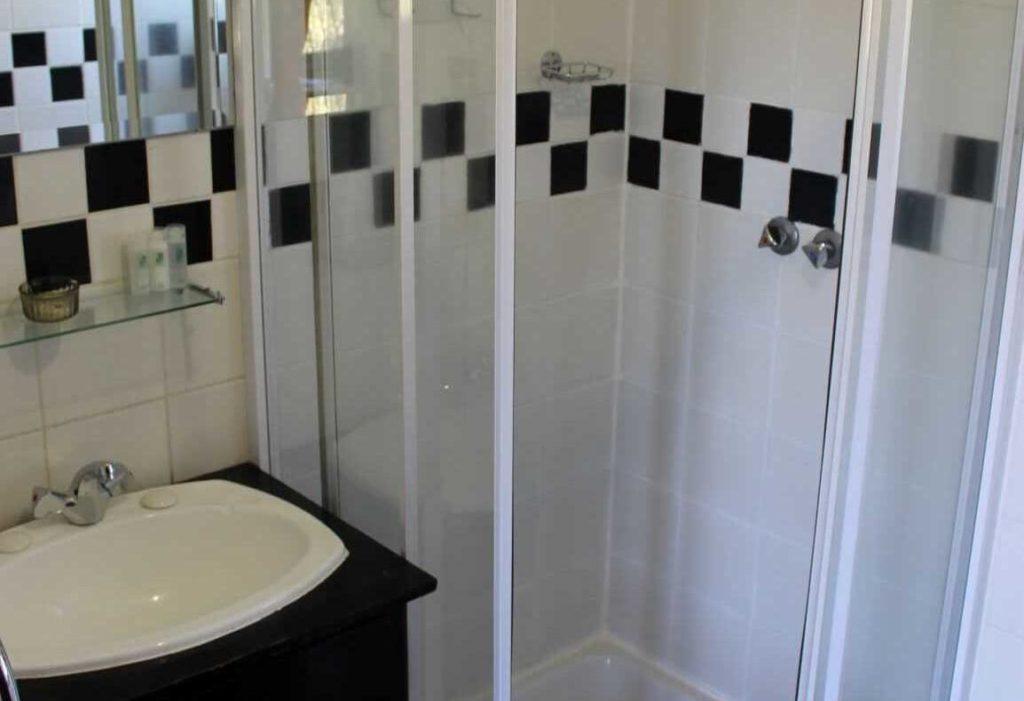 Std Double Room Bathroom